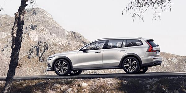 2020 Volvo V60 technology